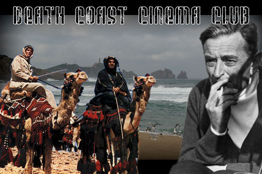 Peter O´Toole e Omar Sharif perdidos na inmensidade do deserto na inmortal Lawrence de Arabia